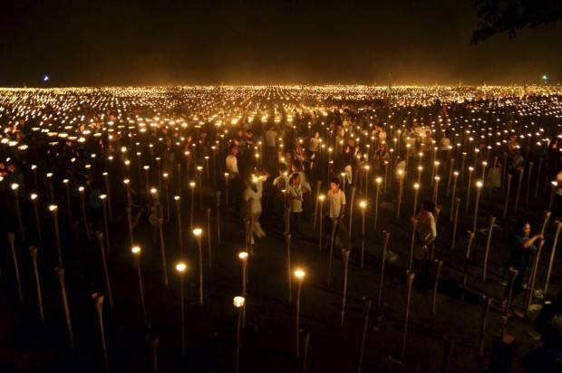 5195405-R3L8T8D-1000-Candles-Philippines160414
