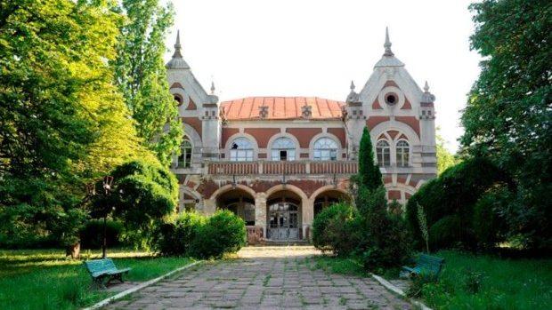 (foto) În Parcul Țaul au demarat lucrările de restaurare a edificiilor istorice
