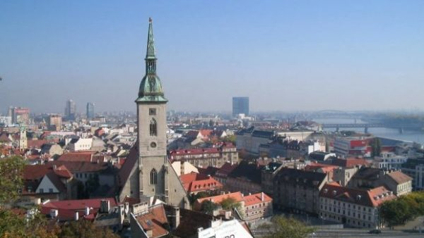 Guvernul Slovaciei oferă burse studenților moldoveni
