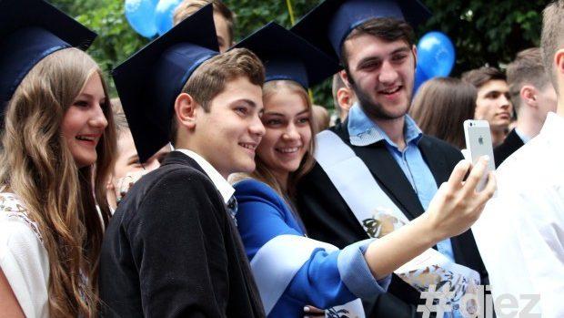 (foto) Bucurie pentru elevi. Ultimul sunet a răsunat astăzi în toată țara