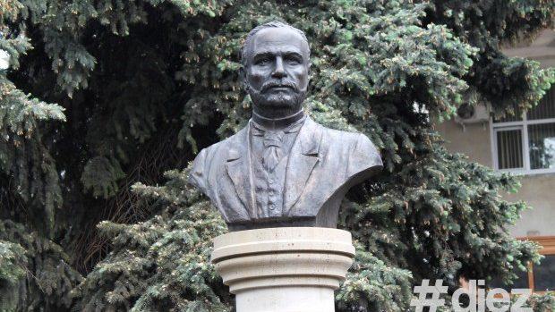 (foto) A fost inaugurat bustul celui mai longeviv primar al Chișinăului, Karl Schmidt
