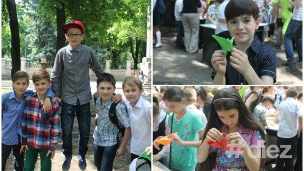 (foto) Copiii au confecționat 1000 de cocori pentru pace