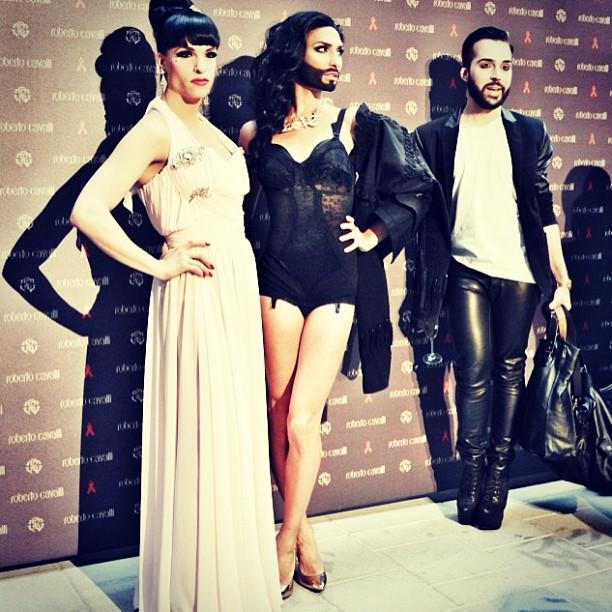 În cadrul prezentarei de modă Roberto Cavalli PC: instagram.com/conchitawurst