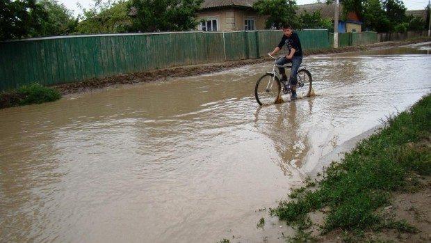 Inundații în țară în urma ploilor abundente: Toate localitățile au fost reconectate la energia electrică