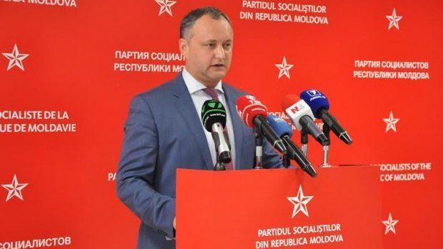 """Igor Dodon: Partidul Comunist se comportă ca """"un titirez politic"""""""
