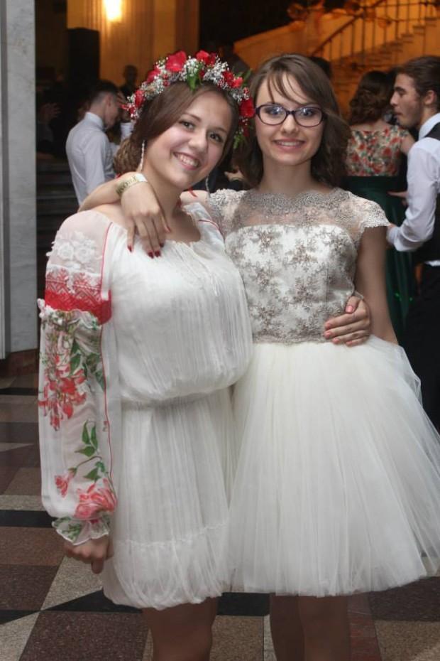 Nastea Cracea a purtat o ie la balul de absolvire PC: facebook.com