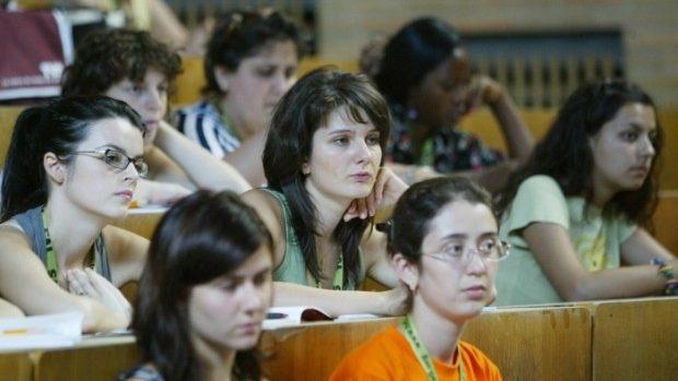 A fost stabilită mărimea burselor pentru studenții români care vor învăța în Moldova