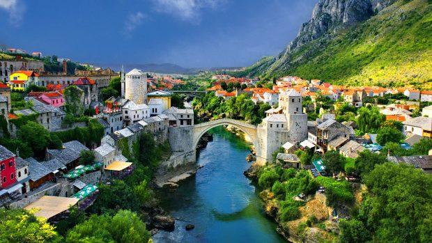 Tinerii sunt invitați la o școală de vară în Bosnia și Herțegovina