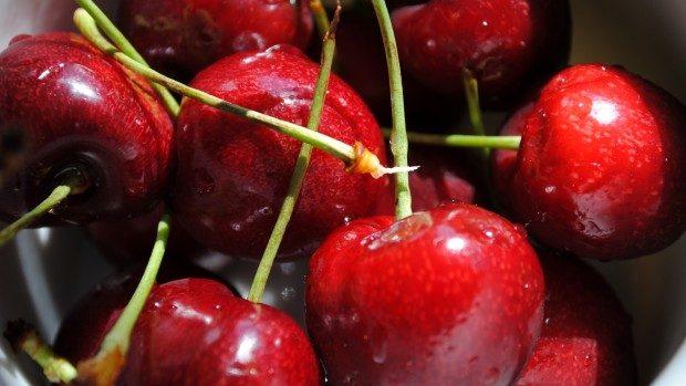 7 motive ca să mănânci vara cireșe
