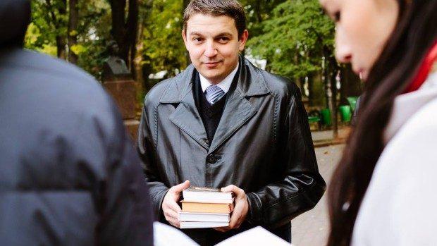 Mesajul lui Andrei Curăraru pentru tinerii absolvenți din 2014