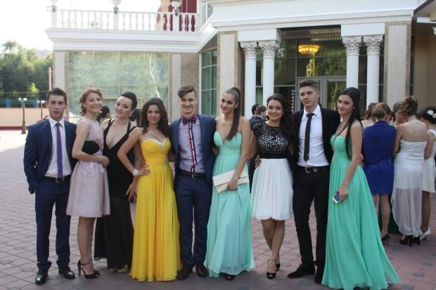 Absolvenții de la liceul Principesa Natalia Dadiani PC: facebook.com/otel.alina