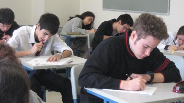 Elevii din clasele a IX-a susțin astăzi examenul la limba de instruire