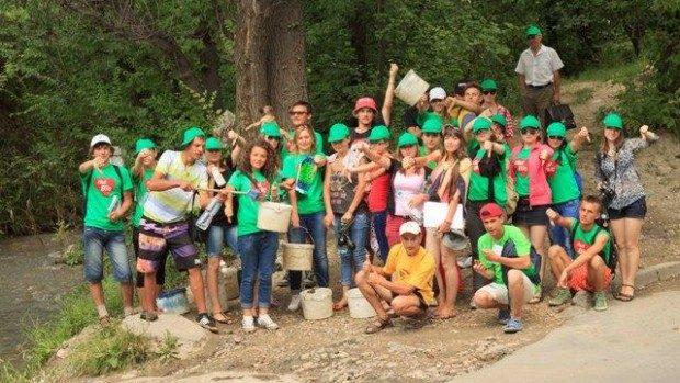 """Flashmob: """"Spune Nu spălării transportului auto pe malul râului Bîc"""""""