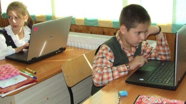 Instituțiile de învățământ din țară pot concura pentru dotarea cu clase multimedia
