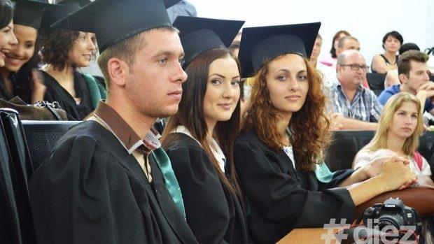 (foto) Absolvenții facultății de Jurnalism și Științe ale Comunicării și-au primit diplomele