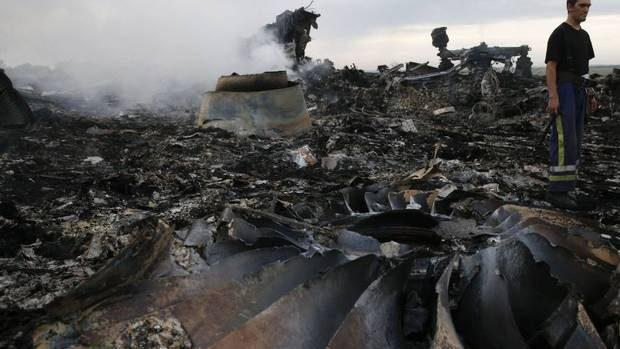 Zborul MH17: Rebelii predau Malaeziei cele două cutii negre