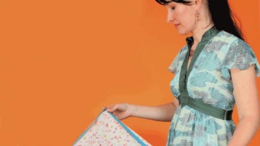 O franţuzoaică vrea să facă haine pentru copiii din Moldova