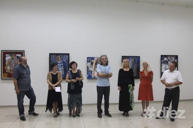 Pictori și critici la deschiderea vernisajului