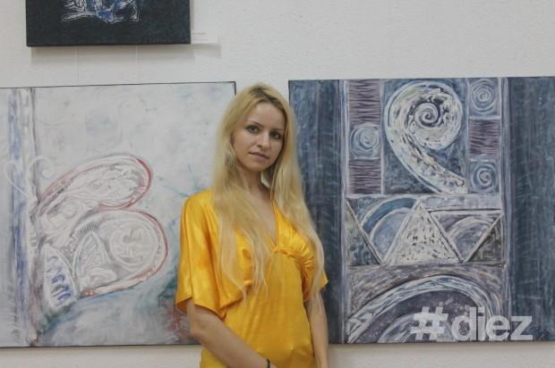 Vizitatoarea expoziției, artistă plastică, Valeria Barbas