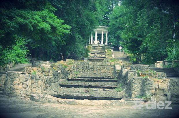 Scările și Rotonda din parcul Valea Morilor