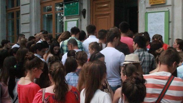 Admitere 2014: Absolvenții au luat cu asalt universitățile chiar din prima zi de admitere