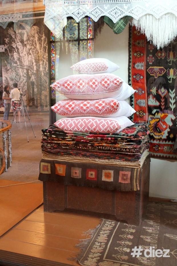 Covoare expuse în sala Muzeului Național de Etnografie și Istorie Naturală. PC: #diez/Eugenia Tataru