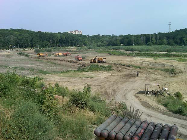 Curățarea și reconstrucția lacului din parc. PC: ecology.md
