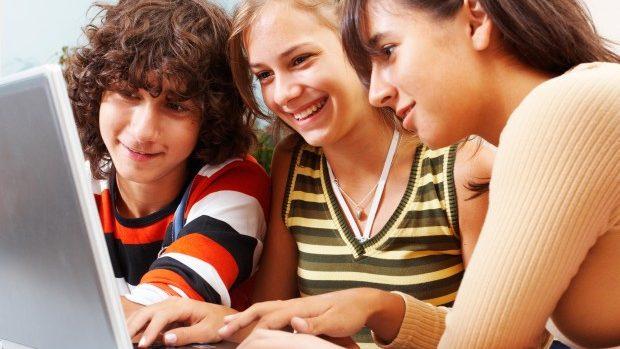 Studiu: Moldovenii utilizează internetul pentru socializare, comunicare și informare