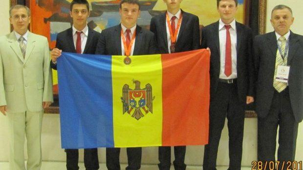 Două medalii de bronz câștigate de elevii moldoveni la Olimpiada Internațională de Chimie