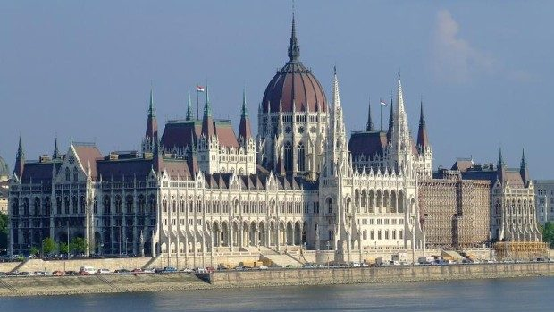 Aplică la Școala Europeană de Vară despre drepturile omului de la Budapesta