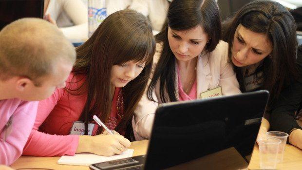 Viitori absolvenți ai universităților vor fi ghidați în profesia aleasă