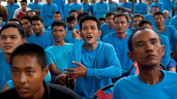 (foto) Deţinuţii tailandezi luptă cu străinii pentru a-și câștiga libertatea