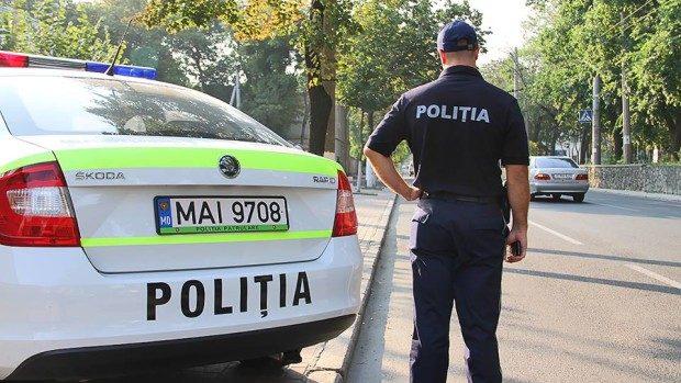 40 de șoferi sancționați de poliție pentru că aveau geamurile mașinilor umbrite