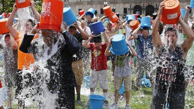 (video) Cum să nu faci Ice Water Bucket Challenge