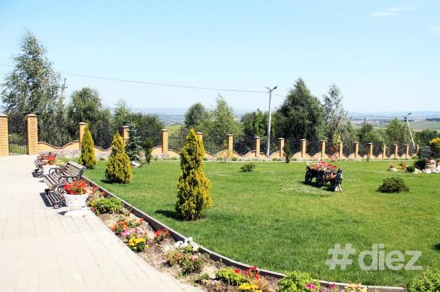 Grădina din fața Casei Pelerinului.