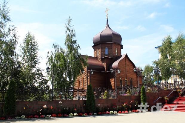 Biserica de lemn.