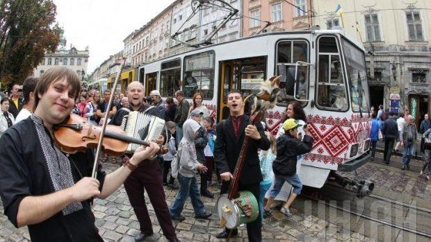 (foto) Paradă de tramvaiuri retro în Lvov cu ocazia Zilei Independenței în Ucraina