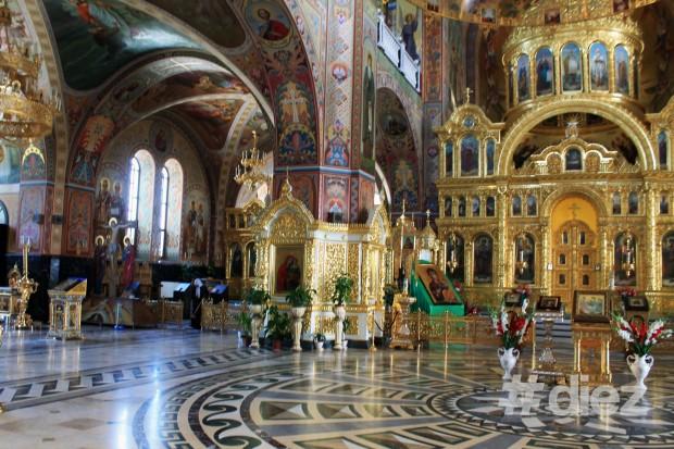 În interiorul bisericii.