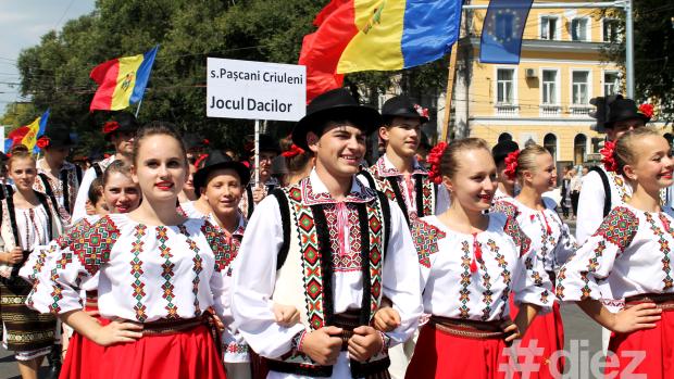 (foto) Sute de dansatori au făcut spectacol la Parada Portului Popular