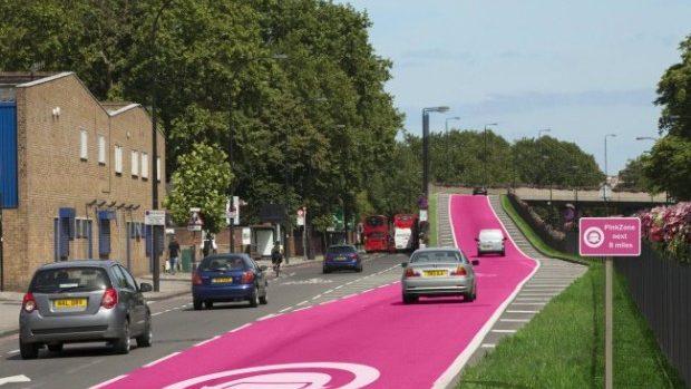 Britanicii au propus crearea benzilor speciale pentru șoferițe