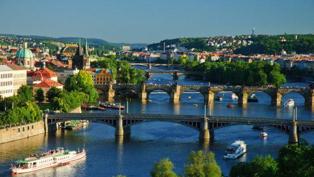 Cehia oferă tinerilor moldoveni 10 burse de studii