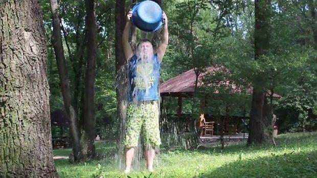 (video) Dmitry Voloshin de la SIMPALS a fost provocat la Ice Water Bucket Challenge