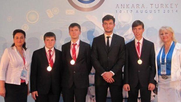 Bronz pentru elevii moldoveni la Olimpiada Balcanică de Informatică