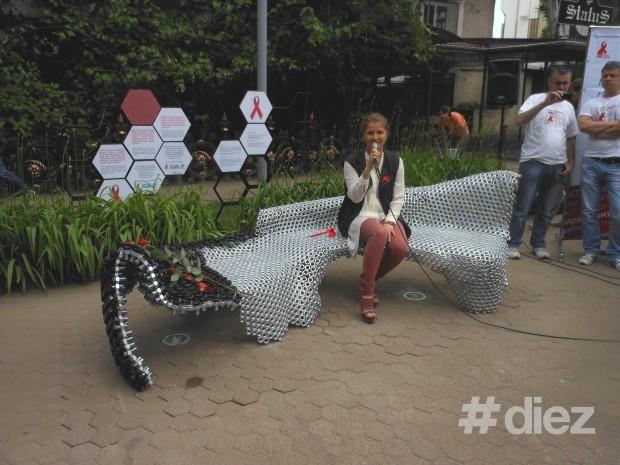 Dara pe scaunul instalat în susținerea bolnavilor SIDA.