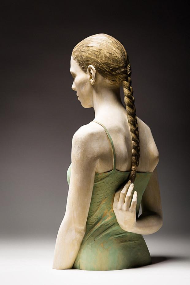 Sculpturi în lemn realiste de la Bruno Walpoth. PC: walpoth.com