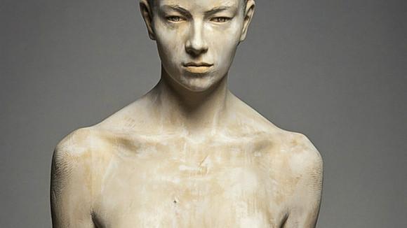 (foto) Sculptorul italian insuflă viață lemnului, întruchipând oameni