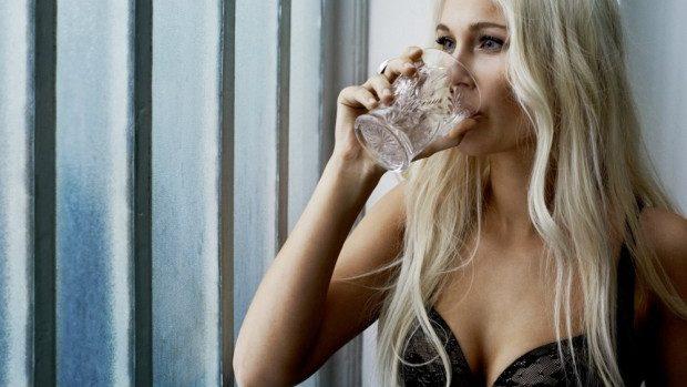 (foto) Frumusețea femeilor simple în publicitatea lenjeriei intime