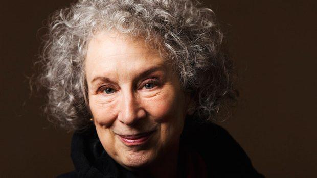 Cartea nouă a lui Margaret Atwood o veți putea citi doar peste 100 de ani