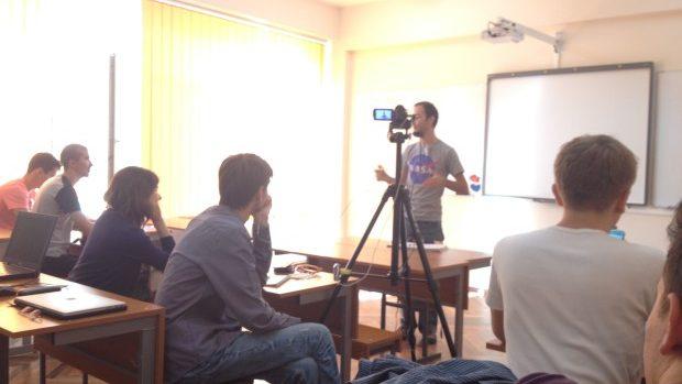 (foto, video) Studenții de la UTM pot urmări online cursurile universitare pe Privesc.eu