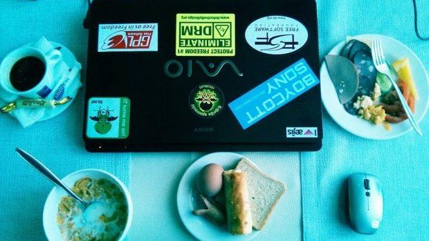 (foto) O cafea de dimineață cu grup de specialiști în IT prietenoși